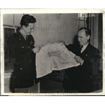 1944 Press Photo Lt. Price presenting the maker's name on the silk to James King