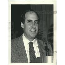 1985 Press Photo Congressman Dan Glickman speaks at an business convention