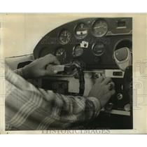 1960 Press Photo Teenager Tommy Hesselgrave, at controls of Cessna 180.