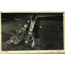 1982 Press Photo Roger Mullins & Carolyn Downs at Albany, NY Skydiving Center