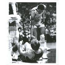 1977 Press Photo Twardzik Cleamons basketball player - RRQ53177