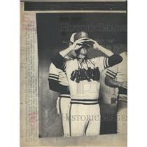 1976 Press Photo Kansas Gleen Abbott Royal Dugout Neck - RRQ53271