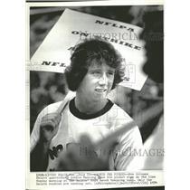 1974 Press Photo Archie Manning,QB holding picket sign - RRQ53485
