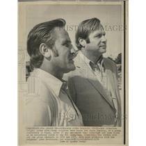 1974 Press Photo Bob Schnelker Pose Miami Dolphin Coach - RRQ60215