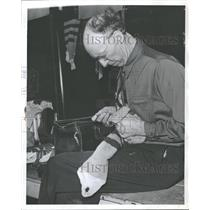 1947 Press Photo Percy Ferral Amateur Hockey Trainer - RRQ37513