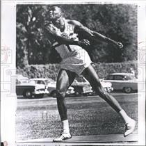 1960 Press Photo Iron Man Rafer Johnson Los Angeles - RRQ53297