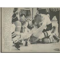 1975 Press Photo New York Rangers Ron Harris Philadephi - RRQ14783