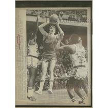 1976 Press Photo Chicago Bulls Eric Fernsten Boston - RRQ29243