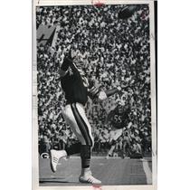 1976 Press Photo Bears Bryant Reaches Interception - RRQ35443