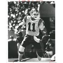 1985 Press Photo Tony Eason Boston Patriots scramble - RRQ55121