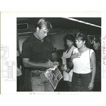 1987 Press Photo John Elway-signs autographs for ladies - RRQ31139