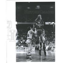 1988 Press Photo Phoenix Sun Walter Davis Jump Shot - RRQ11105