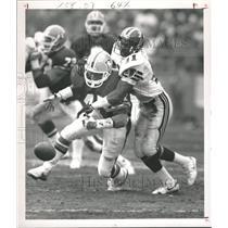 1988 Press Photo Denver Broncos Gerald Willhite footbal - RRQ55425