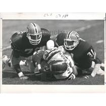 1988 Press Photo Bronco Defenders Chargers Football - RRQ55805