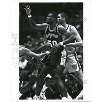 1992 Press Photo Spurs David Robinson Calls For Ball - RRQ35677