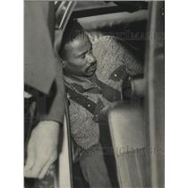 1973 Press Photo Robber suspect held in Police Car after Arrest, Mountain Brook