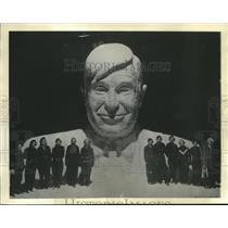 1937 Press Photo Townsfolk build snow bust of Will Rogers in Hibbing, Minnesota