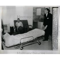 1967 Press Photo Murderer Roland Johnson Hospital - RRX11641