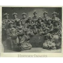 1897 Press Photo Members, Women's Division, Milwaukee Turnverein - mjx48095
