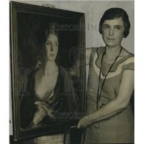 1934 Press Photo Flo Field shown with painting - nox20602
