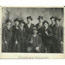 1901 Press Photo Thresher Crew Poses for Portrait in Jackson, Wisconsin