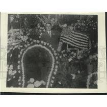 1904 Press Photo Newly-Elected Alderman John Koerner with Flowers - mjx48227