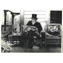 1885 Press Photo Ulysses S. Grant reading on his porch, Saratoga Springs