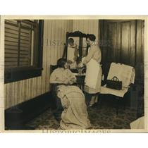 1925 Press Photo New Orleans child welfare nurse attends convalescent mother