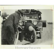 1917 Press Photo Man Changes Tire on Car, Cross Plains, Wisconsin - mjx48241