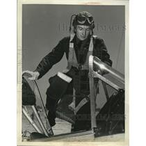 1941 Press Photo Cadet W. Drysdale completes flight at Advanced Flying School