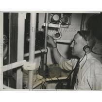 1933 Press Photo Lt. Cmdr.T.G.W.Settle Stratosphere Navigator inside Gondola