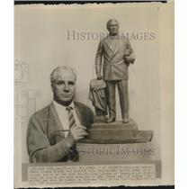 1946 Press Photo Bryant Baker Stands Beside Sketch Model of Sen William Borah