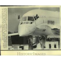 1976 Press Photo The French-British aircraft, Concorde lands at Andrews Air Base