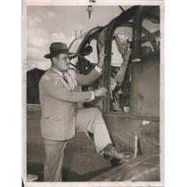 1948 Press Photo W. Cooper Green & Soldier, helicopter Birmingham, Alabama