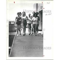 1981 Press Photo Runners on track at Prudential Building on the West Loop