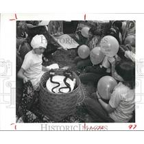 1984 Press Photo Girl Scout Arlena Howerston plays snake charmer at celebration