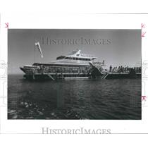 1987 Press Photo Catamaran Quicksilver takes tourists to Great Barrier Reef