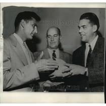 1956 Press Photo Otto Graham, Vito Parilli, and Coach Paul Brown of Green Bay