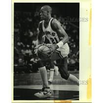 1986 Press Photo San Antonio Spurs basketball player Alvin Robertson in action