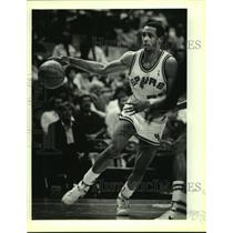 1987 Press Photo Spurs NBA basketball player Alvin Robertson vs. the Kings