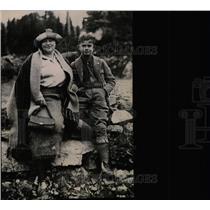 1922 Press Photo Mrs Zane Grey And Her Son - RRW78391