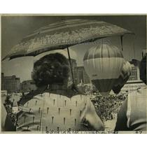 1977 Press Photo Hot-Air Balloon race a part of Hyatt-Regency Hotel anniversary