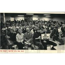 Press Photo People Fill Racine County Highway Building For Hearing In Sturtevant