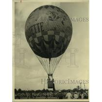 1957 Press Photo Hot air balloon takes off at Meyerland Plaza Shop in Houston