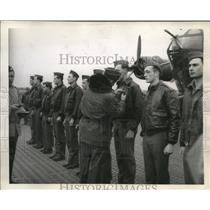 1944 Press Photo American Bomber crewmen get Distinguished Flying Crosses