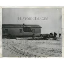 1949 Press Photo War Department Inspectors check remains of Civil Air Patrol