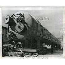 1955 Press Photo Distillation column with compressed air to travel to Scotland