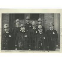 1913 Press Photo Late shift crew at Number 2 station in Milwaukee, Wisconsin.