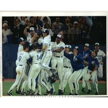 1992 Press Photo Toronto Blue Jays - Baseball Team Wins Game with Oakland