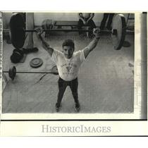 1973 Press Photo Enrique Hernandez of San Diego State trains for power-lifting